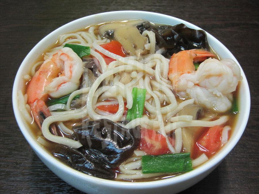 Σούπα με Κινέζικα νούντλς, γαρίδες & λαχανικά